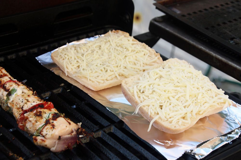 Grilled-Herb-and-Cheese-Bread-008