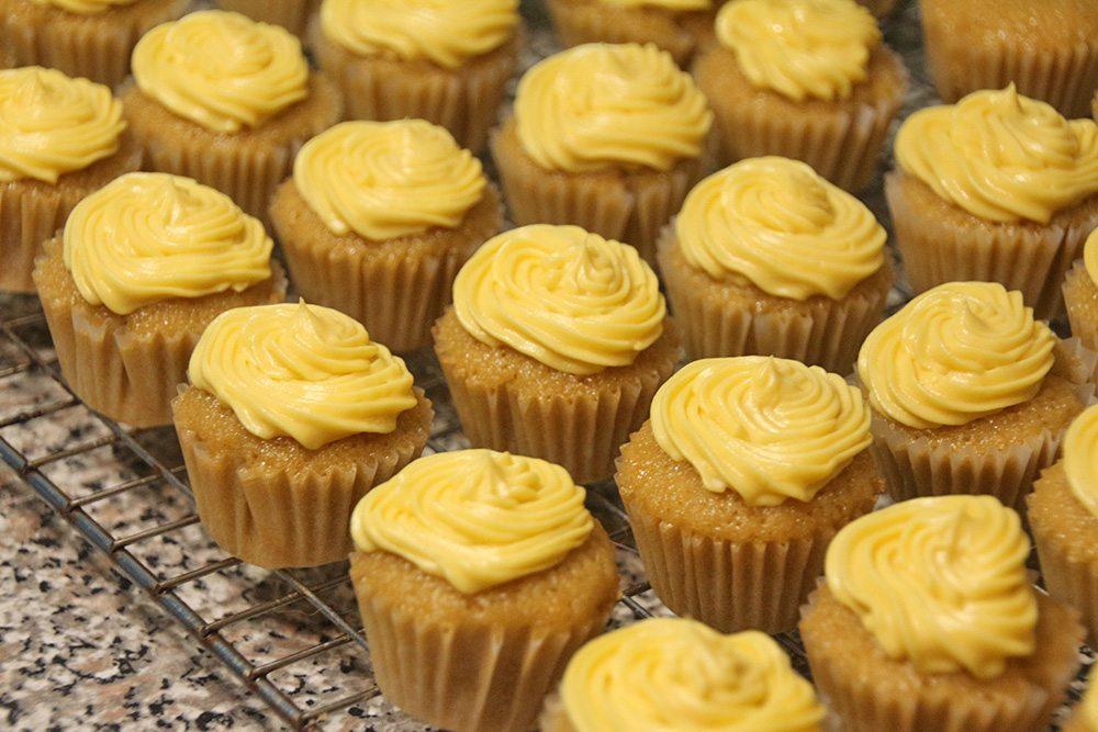 Mini-Lemon-Vanilla-Cupcakes-011