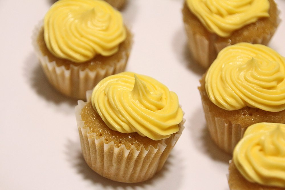 Mini-Lemon-Vanilla-Cupcakes-017